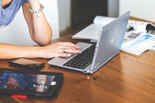 woman computer photo